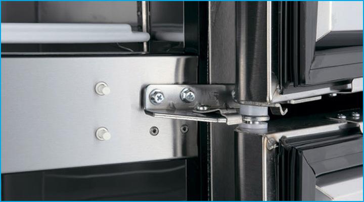 Bản lề cửa tủ đông Turbo Air KF65-6 hoạt động linh hoạt