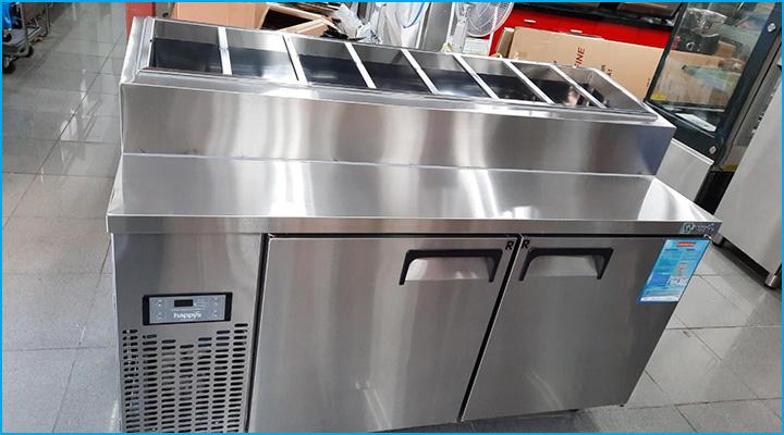 Thiết kế tiện lợi dưới dạng tích hợp khoang lạnh và mặt bàn đựng khay