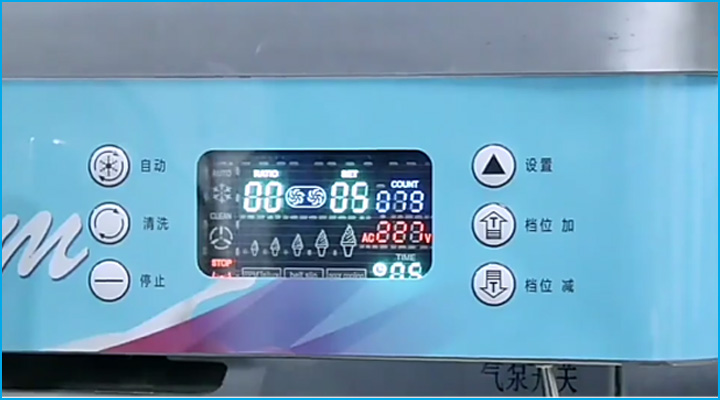 Máy làm kem D425 có bảng điều khiển với màn hình hiển thị sắc nét