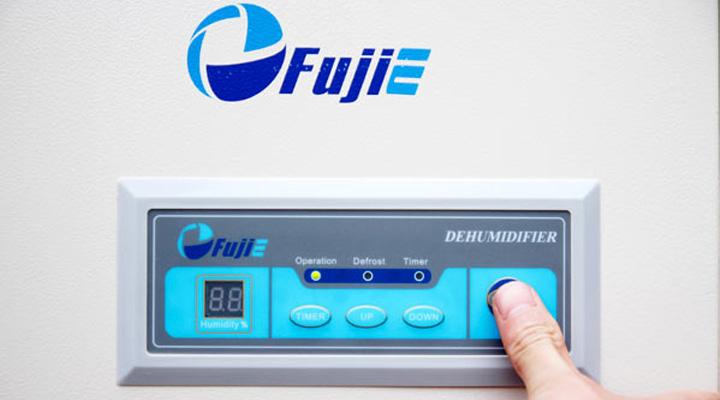 Bảng điều khiển điện tử của máy hút ẩm Fujie HM-1800DS