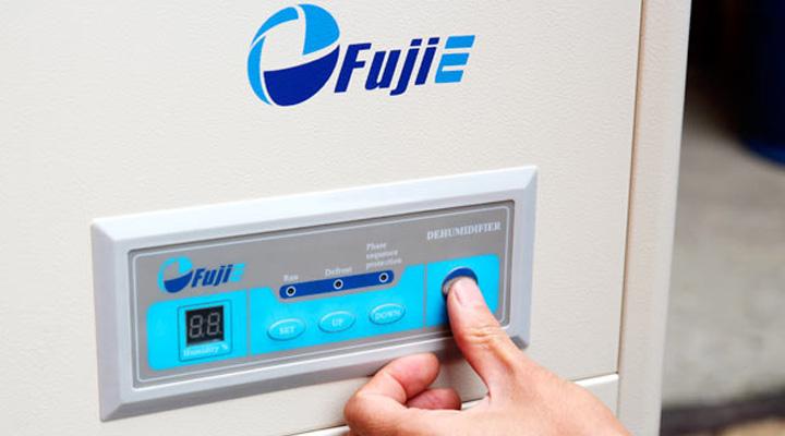 Bảng điều khiển của máy hút ẩm Fujie HM-2408DS