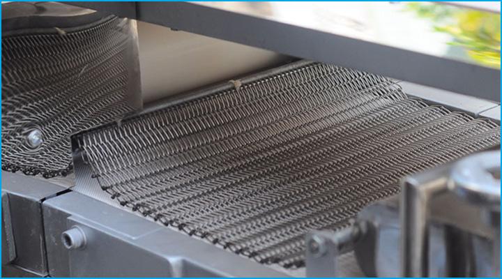 Băng tải máy se bột được làm bằng thép không gỉ