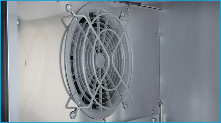 Bộ phận quạt gió của bàn mát cánh kính Turbo Air KGR9-1 giúp phân bổ nhiệt đều