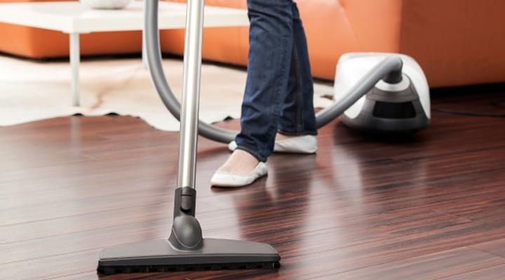 Cách lau chùi sàn gỗ hiệu quả