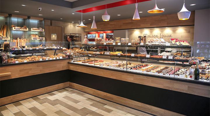 Tủ bánh kem là thiết bị chuyên dụng để bảo quản và trưng bày bánh kem bánh ngọt