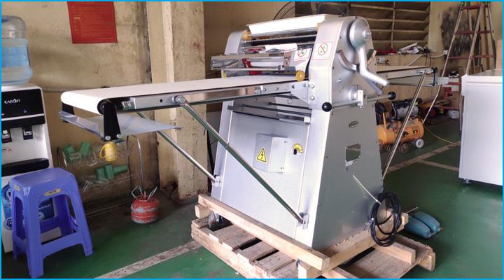 Máy cán bột BJY-DS500 có cấu tạo chắc chắn bằng thép không gỉ có độ bền cao
