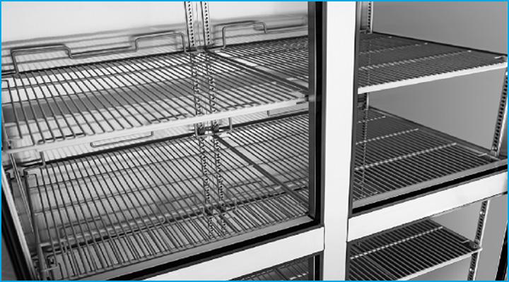 Kệ chứa của tủ đông KF45-4 bằng inox và có thể thay đổi khoảng cách dễ dàng
