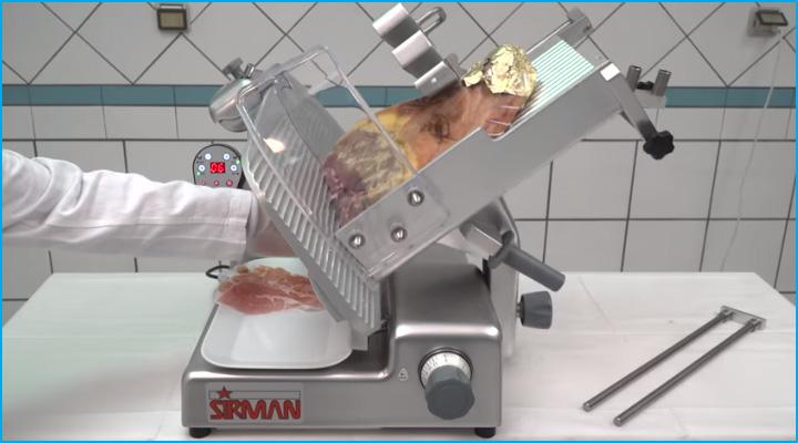 Lưỡi dao sắc bén của máy cắt thịt Sirman Palladio 300 Aut
