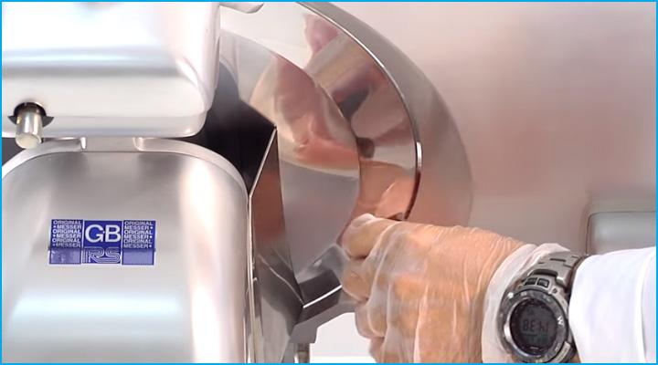 Lưỡi dao cắt của máy cắt thịt Sirman Palladio 300 sắc bén
