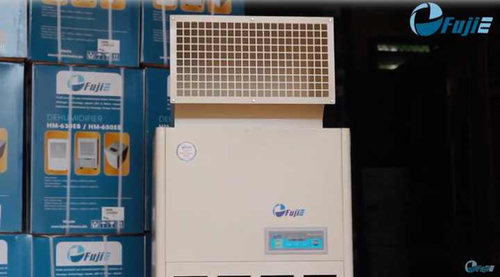 Máy hút ẩm Fujie HM-1800DS trang bị công nghệ hút ẩm hiện đại với máy nén bền bỉ và ống xả khí trên nóc tủ