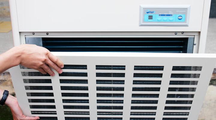 Tấm chắn của máy hút ẩm Fujie HM-2408DS có thể tháo lắp dễ dàng để vệ sinh