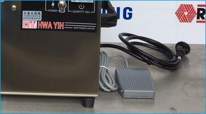 Bộ điều khiển riêng được trang bị thêm cho máy, tiện cho việc sử dụng