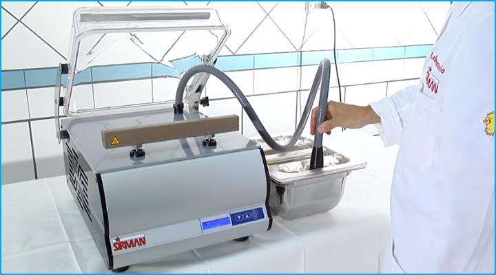Máy Sirman W8 30 Easy DX có thiết kế vừa sử dụng bơm hút và thanh hút chân không