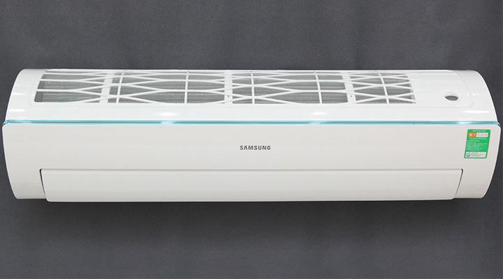 Mẫu máy lạnh treo tường Samsung AR24KCFSSURNSV (2.5 Hp)