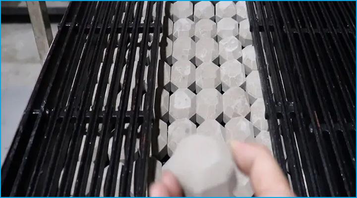 Sử dụng nguồn than đá nhân tạo để đốt nóng vỉ nướng