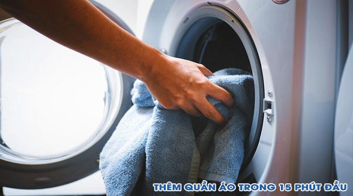 Thêm quần áo Máy giặt Electrolux Inverter EWF9025BQWA 9 kg