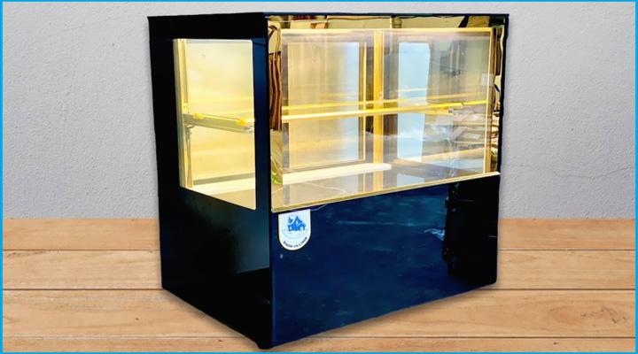 Tủ bánh kem để bàn kính vuông đá đen